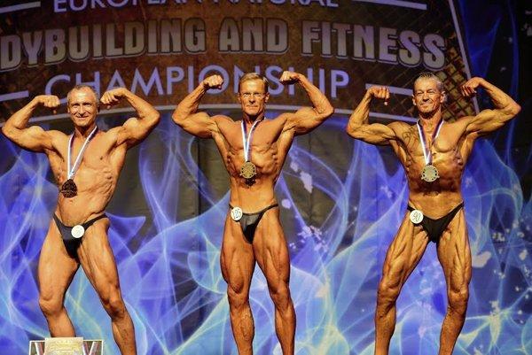 Peter Winkler (v strede) si na ME vybojoval tri zlaté medaily