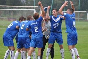 Futbalisti Zubrohlavy si užívajú prvé miesto po jeseni.