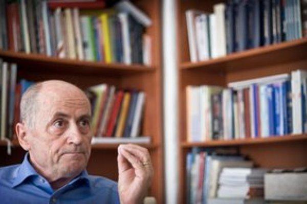 Ján Čarnogurský (69) bol v roku 1989 zatknutý za vydávanie samizdatu Bratislavské listy. V rokoch 1991 a 1992 bol predsedom vlády, za prvej Dzurindovej vlády ministrom spravodlivosti. Od roku 1990 do roku 2000 viedol KDH ako predseda.
