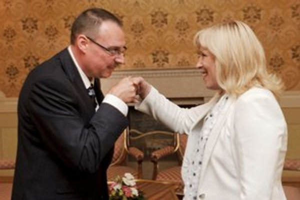 Premiérka Iveta Radičová v roku 2010 prijala vtedajšieho generálneho prokurátora Dobroslava Trnku v Úrade vlády.