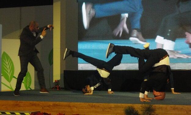 Modely predvádzali aj chalani z OSB. Ako inak - v tanečnom štýle.