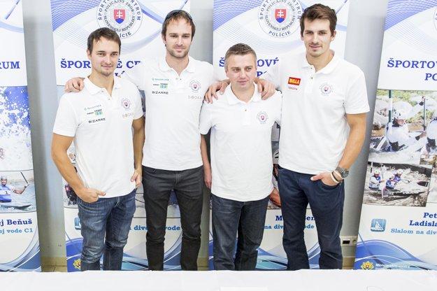 Zľava: Peter a Ladislav Škantárovci, tréner Pavel Ostrovský a Matej Beňuš.