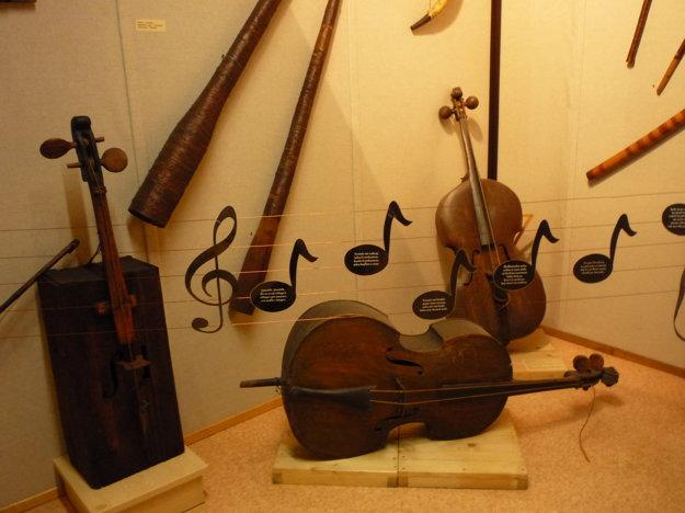 V múzeu nájdete aj hudobné nástroje.