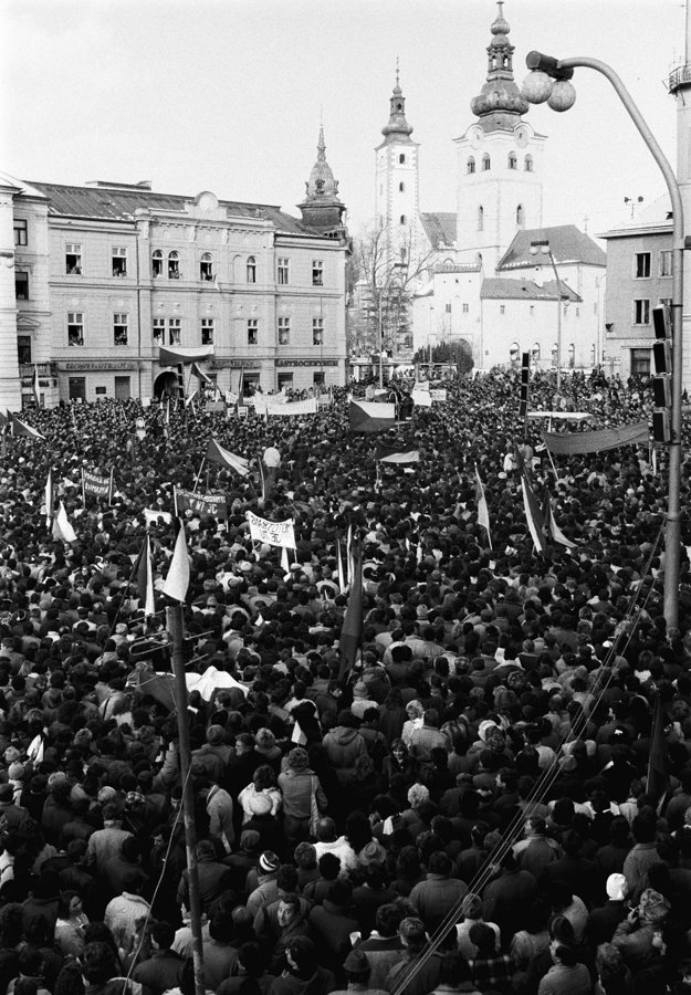 27. november 1989 v Banskej Bystrici.
