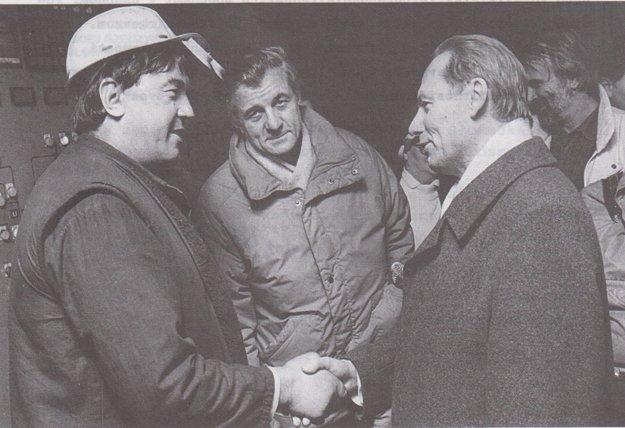 So Slavomírom Stračárom. Medzi robotníkmi vo VSŽ na Silvestra 1989. So Stračárom, ktorý sa stal ministrom a neskôr zahynul, sa poznali zo železiarní.