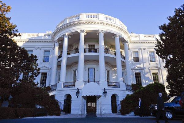 Biely dom, diela architekta Jamesa Hobana, je už 216 rokov sídlom prezidenta Spojených štátov.