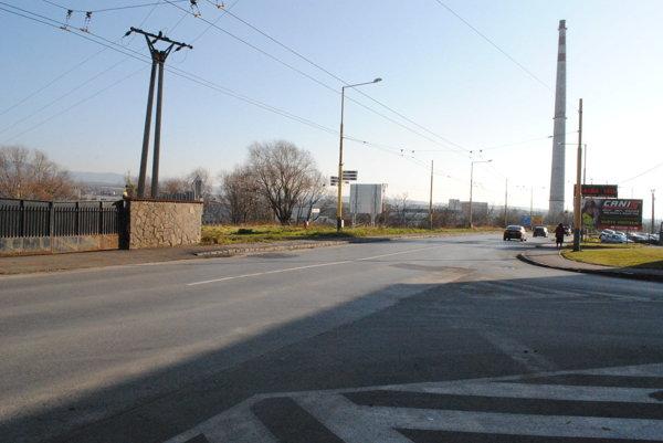 Východná ulica. Časť cintorínu sa nachádza aj pod cestou.