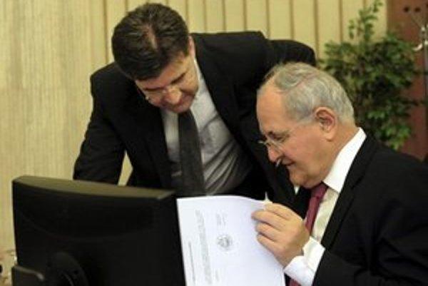 Minister školstva Dušan Čaplovič (vpravo).