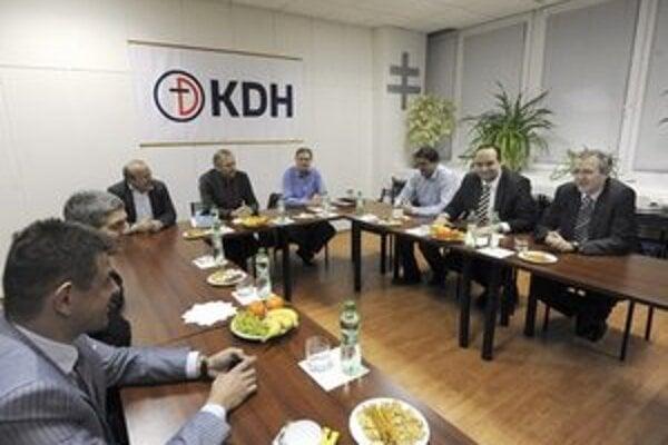 V pondelok večer sa dohodli štyri opozičné strany - KDH, Most-Híd, SDKÚ a SaS na podaní návrhu na zvolanie mimoriadnej schôdze parlamentu.