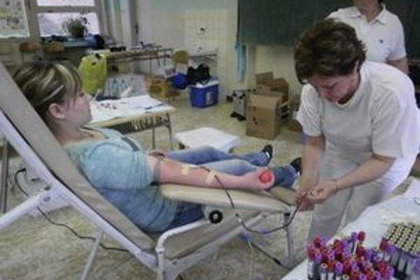Prievidzskí gymnazisti sú už tradičnými darcami krvi.