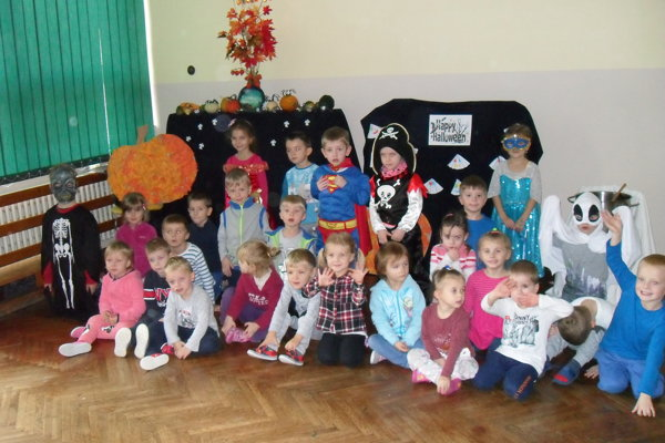 Deti si priniesli aj svoje strašidelné oblečenie.
