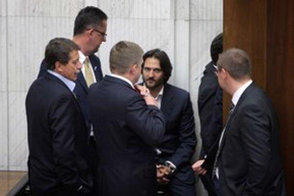 V Národnej rade majú už onedlho opäť voliť generálneho prokurátora. Pri tejto voľbe 18. mája 2011 podporoval Smer Dobroslava Trnku.