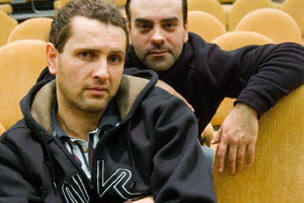 Herci Sveťo Malachovský (vzadu) a René Štúr sa predstavia v prievidzskom dome kultúry 9. novembra.
