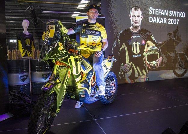Motocyklový pretekár Štefan Svitko na svojom novom motocykli.