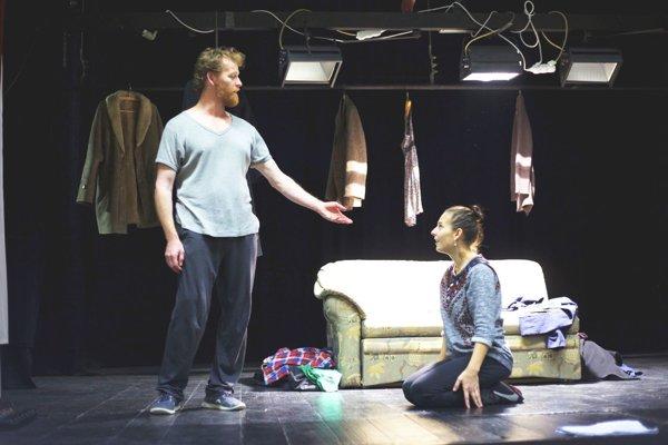Dvaja protagonisti hry - Ivan Martinka a Lucia Korená.