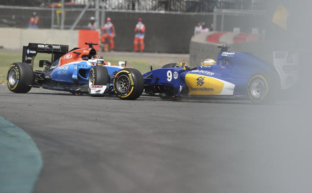 Pascal Werhlein z Manor Racing a Marcus Ericsson zo stajne Sauber po vzájomnej kolízii.