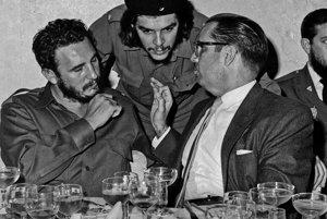 Fidel Castro (vľavo) v roku 1960 s Ernestom Che Guevarom.
