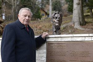 Rudolf Schuster, prezident SR v rokoch 1999-2004, iniciátor a spoluautor pamätníka Ladislavovi Novomeskému.