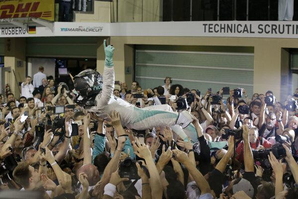 Nico Rosberg si užíval oslavy.