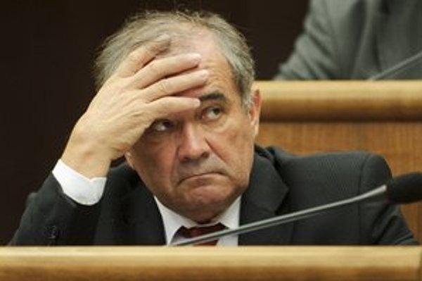 Pošlú Dušana Muňka preč z parlamentu?