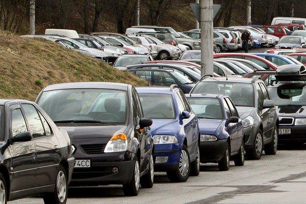 Parkovanie je boľavý problém.