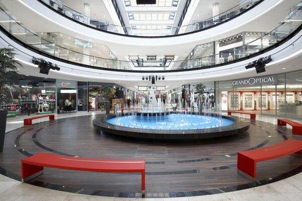 Najväčšia transakcia samostatnej nehnuteľnosti pripadala na Prahu s predajom nákupného centra Arkády Pankrác za 162 miliónov eur.
