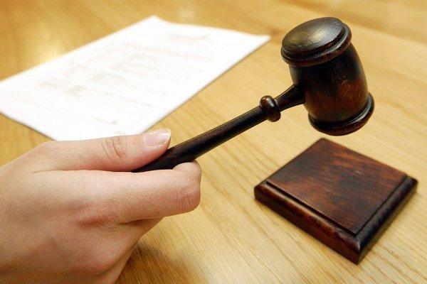 Zákonné záložné právo dáva zapísať na list vlastníctva spoločenstvo alebo správca. Čím skôr, tým je väčšia šanca, že peniaze z dražby bytu neplatiča pôjdu všetky ostatným vlastníkom, hovoria dražobné spoločnosti.