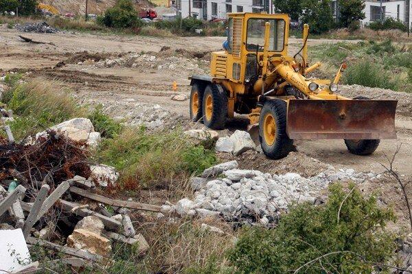 Pri stavebnej uzávere je zakázaná nová výstavba, nadstavby, dostavby a prístavby, rekonštrukcie, ktoré vedú ku zväčšeniu stavebného objemu a stavebné činnosti, ktoré by priniesli zvýšenie alebo zmenu nárokov na technickú alebo dopravnú vybavenosť, napríkl