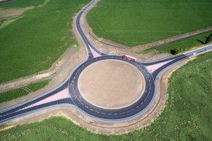 Výstavba Priemyselnej zóny Sereď - Juh začala vo februári 2015 výstavbou prístupovej cesty. Nadviazala na Priemyselný park mesta Sereď – Sever.