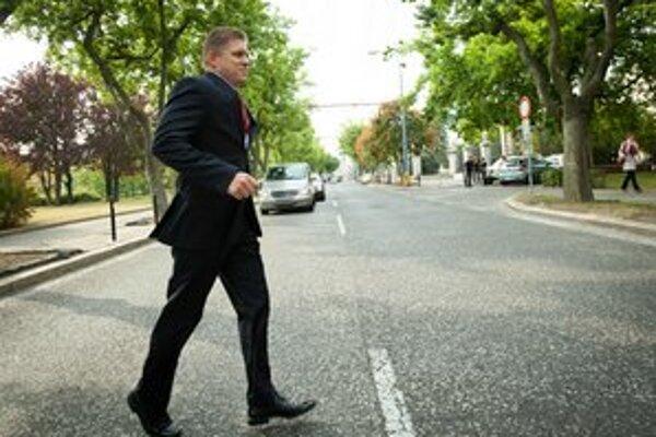 Premiér podporil deň bez áut: na vládu prišiel po svojich.
