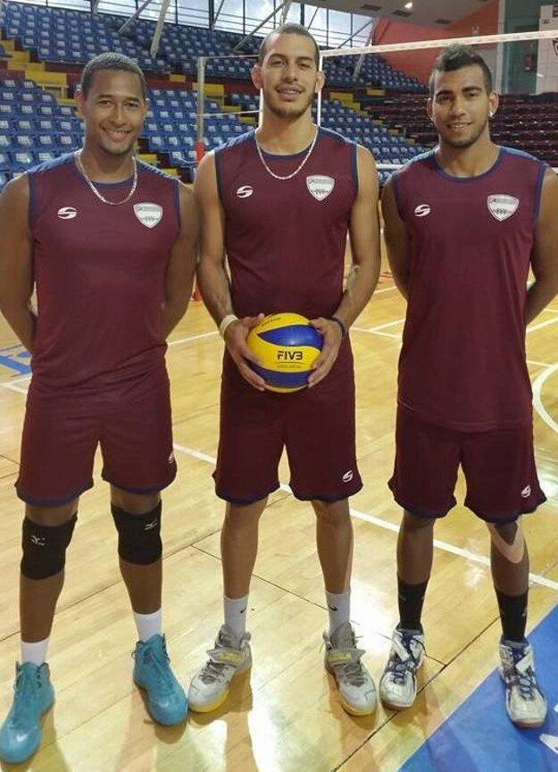 Trojica Venezuelčanov. Zľava zosnulý Kervin.