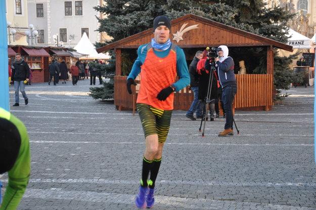 Popredný trnavský maratónec Michal Puškár skončil strieborný, no v nohách mal Machulinskú dvadsiatku z predošlého dňa.