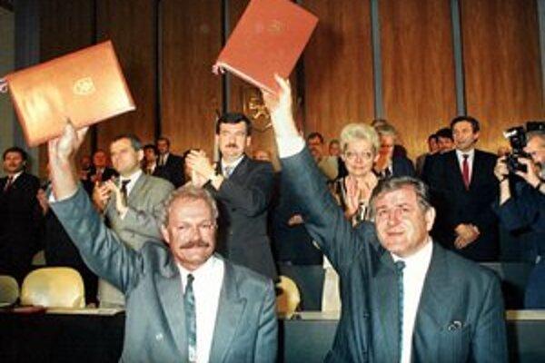 Z nadšených priaznivcov deklarácie sa postupne stávali politickí súperi.