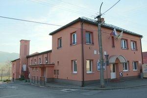 Požiarnu zbrojnicu, sálu aj obecný úrad majú v Lipníku pod jednou strechou.
