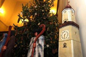 Ježiško sa narodil v tieni šikmej Hodinovej veže.