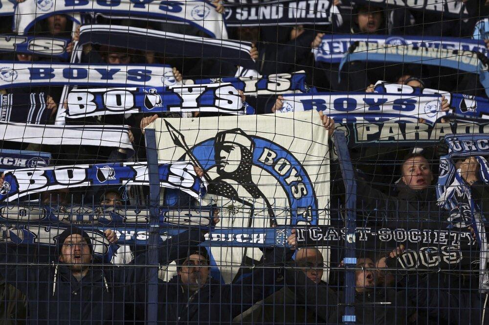 Na snímke fanúšikovia Zürichu v hľadisku v zápase L-skupiny 6. kola Európskej ligy vo futbale Osmanlispor FK - FC Zürich v Ankare. FOTO - TASR/AP