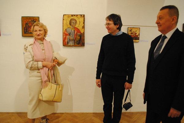 Na vernisáži. Milan Urbaník aVasil Fedič, riaditeľ Vihorlatského múzea.