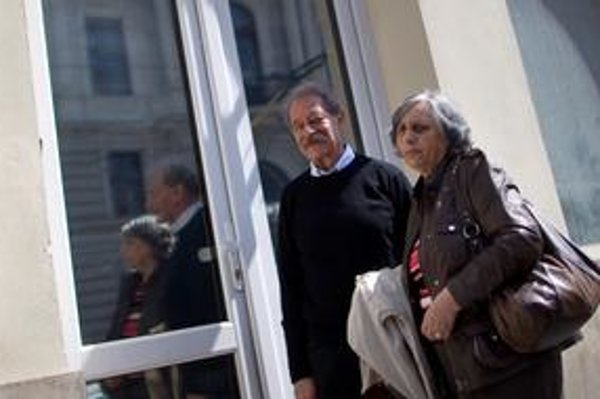 Tomáš Janovic s manželkou nahlásili incident na polícii. Pošta by mala mať záznam z kamery.