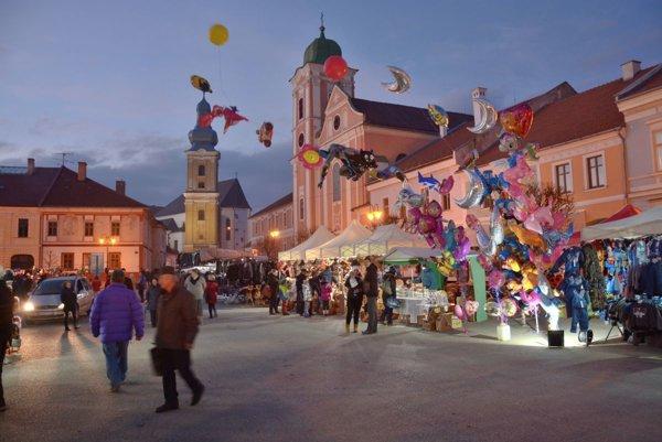 Námestie baníkov počas Vianočných trhov vRožňave.