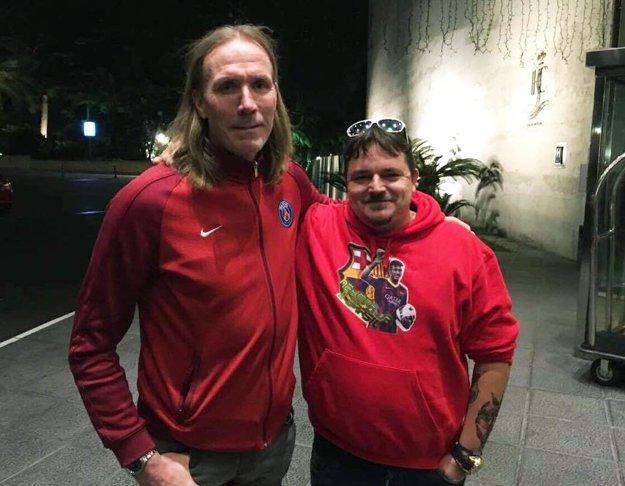 Marek Farkaš stretol aj niekoľko hádzanárskych legiend - na tejto snímke je s ním tréner Staffan Olsson...