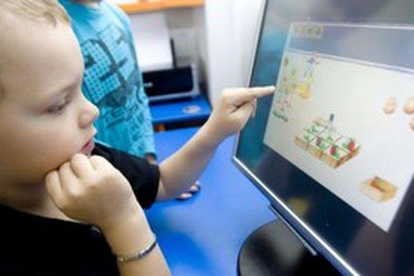 Počítač v škôlke je pre deti prirodzená vec. Psychologička tvrdí, že sú tam pod kontrolou, čo doma nie vždy platí.
