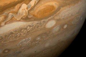 Voyager 1 priniesol aj detailné zábery atmosférického javu Veľká červená škvrna.