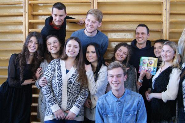 Martin Pyco Rausch medzi študentmi gymnázia.