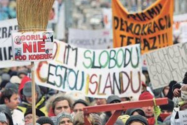 Demonštranti si nabudúce možno vypočujú aj požiadavky neziskoviek na zmenu financovania strán.