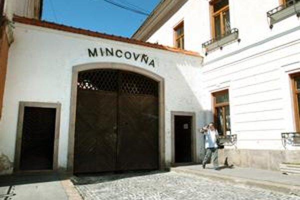 Striebro štát roky skladoval v Mincovni Kremnica.
