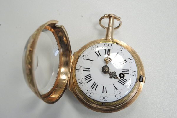 V Paríži manufaktúrne vyrobené hodiny pochádzajú zpolovice 18. storočia. Ich cena začína na čiastke 4 500 eur.