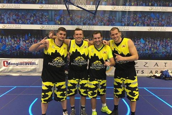Rastislav Mrázik (č. 0), Tomáš Vavro (č. 3), Tomáš Horváth (č. 6) aŽilinčan Martin Nižný (č. 4) zaznamenali nevídaný úspech vtalianskom Miláne, keď vyhrali 3x3 turnaj Glows in The Dark (jedinečné ihrisko so sklenenou palubovkou asvietiacimi čiarami), azískali tak vstupenku na celosvetový turnaj 3x3 FIBA Challenge vroku 2017.