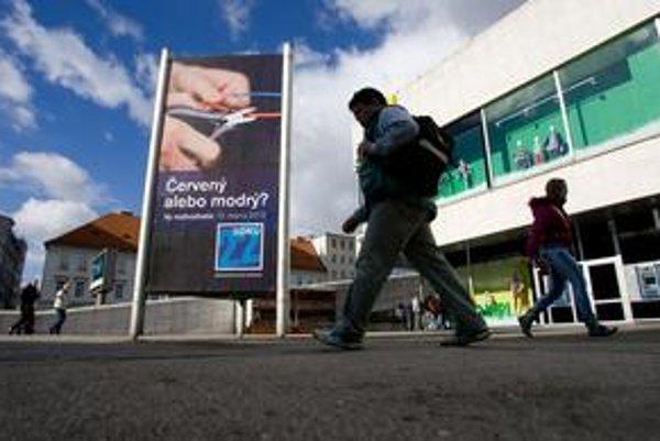 Strany presviedčajú do poslednej chvíle, v týchto dňoch prišli s novými motívmi na plagátoch a bilbordoch.