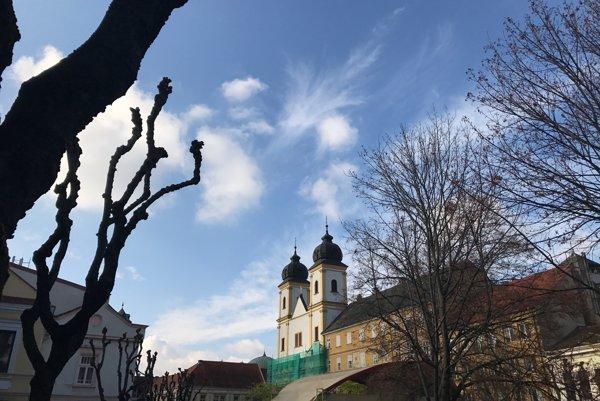 Kostol sv. Františka Xaverského prešiel obnovou fasády vo svojej hornej časti. Práce by mali pokračovať od jari 2017.