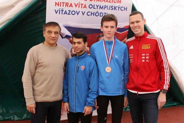 Na snímke dvaja nitrianski víťazi pretekov (D. Kováč, H. Zelenák) a duo olympijských šampiónov (J. Pribilinec, M. Tóth).